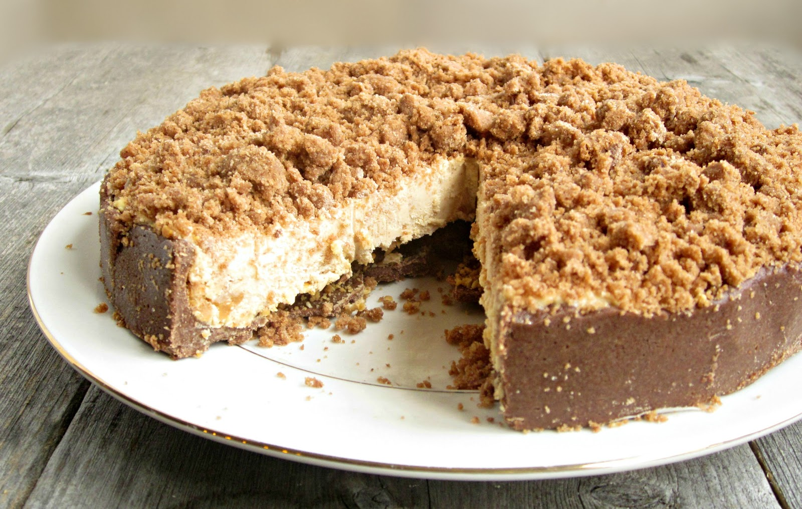 Hungry Couple: Chocolate and Peanut Butter Crunch Cake