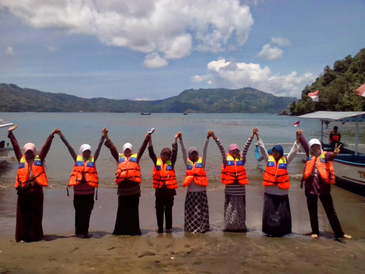 Foto ini ada Aisyaha, Salsa, Azizah, Salwa, Shobrina, Shabrina,Shinta,Aisyah Nur