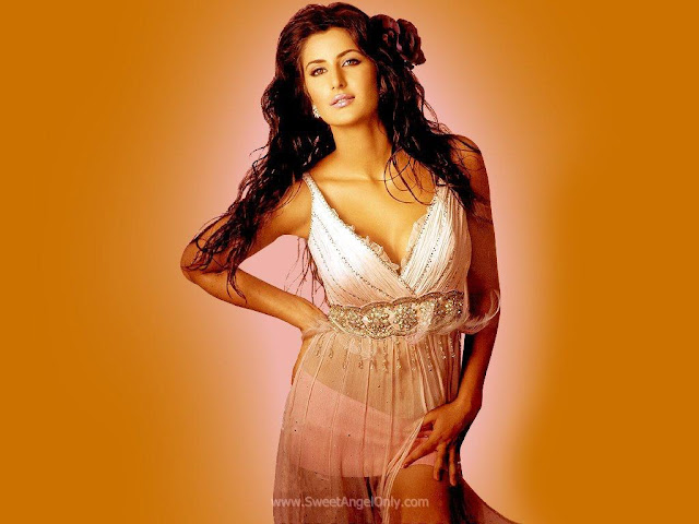 Chikni Chameli in Agneepath-Katrina Kaif Latest Wallpaper-2012