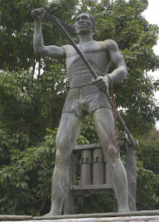 Statue of Gaspar Yanga.  Photo by Erasmo Vasquez Lendechy via Wikipedia.