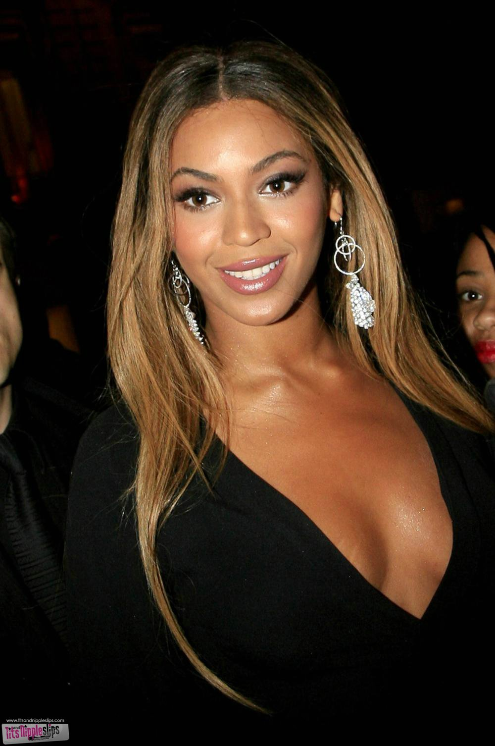 beyonce knowles Hello, its beyonce' world humanitarian day is 4 days away august 19th what will your act of kindness be #iwashere #whd2012.