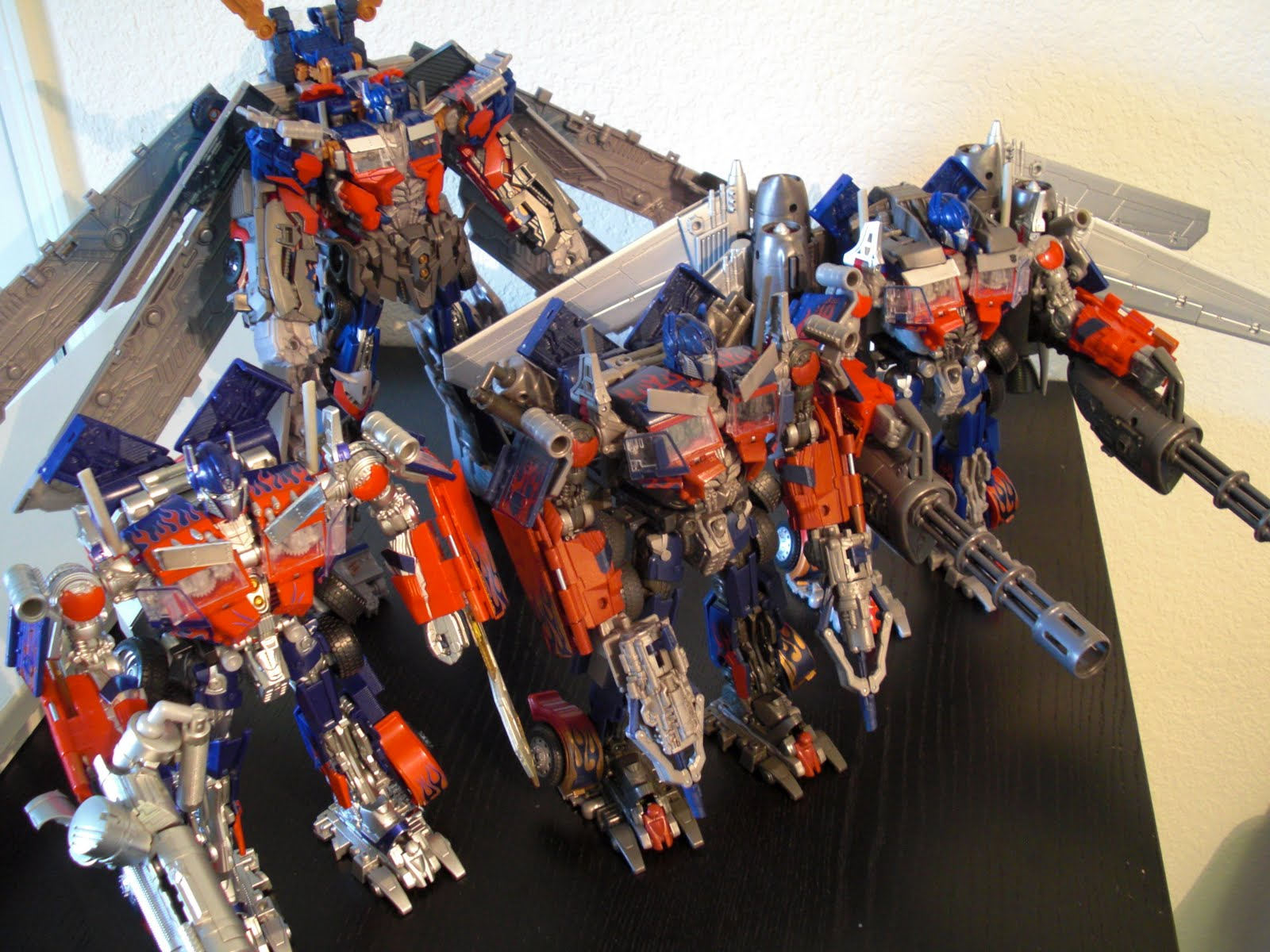 one per case: transformers: dark of the moon - striker optimus prime
