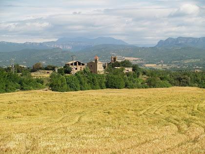 El llogaret d'Aguilar amb l'església de Santa Maria, Cal Planes i el Castell del Sunyer