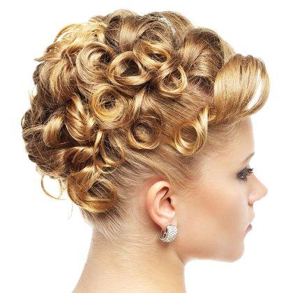 estos peinados con rizos son muy elegantes y especiales para cualquier reunin o en el momento que lo muy seductora y a la modaveamos