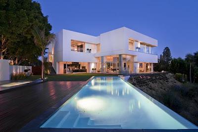 Traumhaus mit pool am meer  Traumhäuser & Luxus-Immobilien: Modernes Luxus-Traumhaus mit Pool