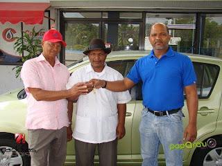 Grupo Dionicio Ramírez entrega un carro y cinco motores a felices ganadores de sorteo