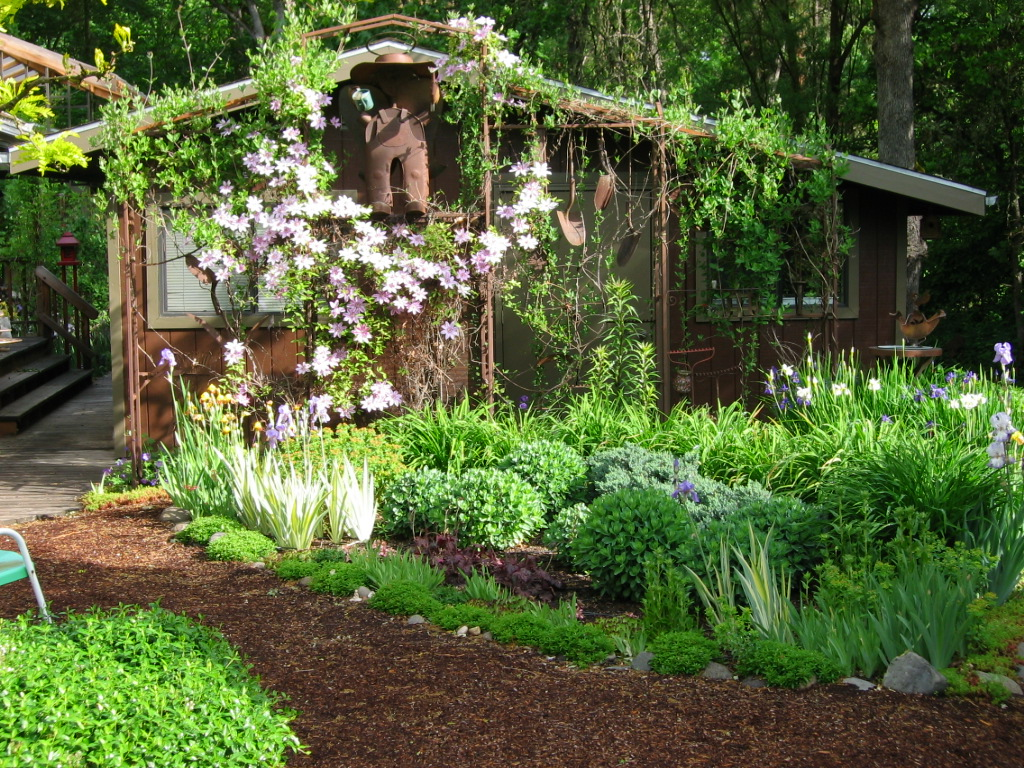Garden trellis ideas pictures photograph prairie star desi for Prairie style garden design