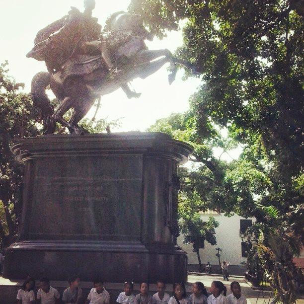 1ro A2 en la Plaza Bolivar