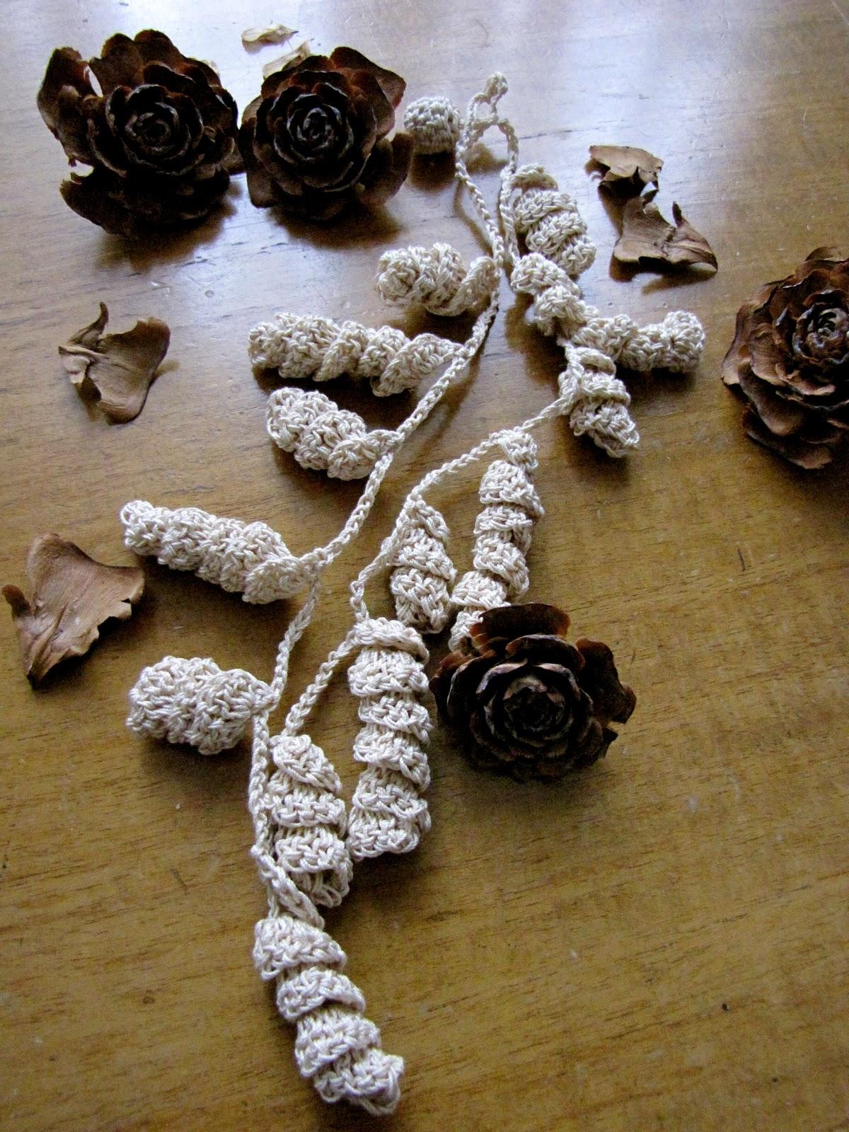 Irish Filigree Crochet Necklace Free Pattern : Little Treasures: Irish Lace Crochet Necklace