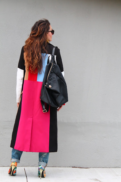 Maxi coat, colorblock coat, winter outfit, how to wear maxi coat, outfit with coat, floral pumps, dugacki kaput, boyfriend jeans outfit