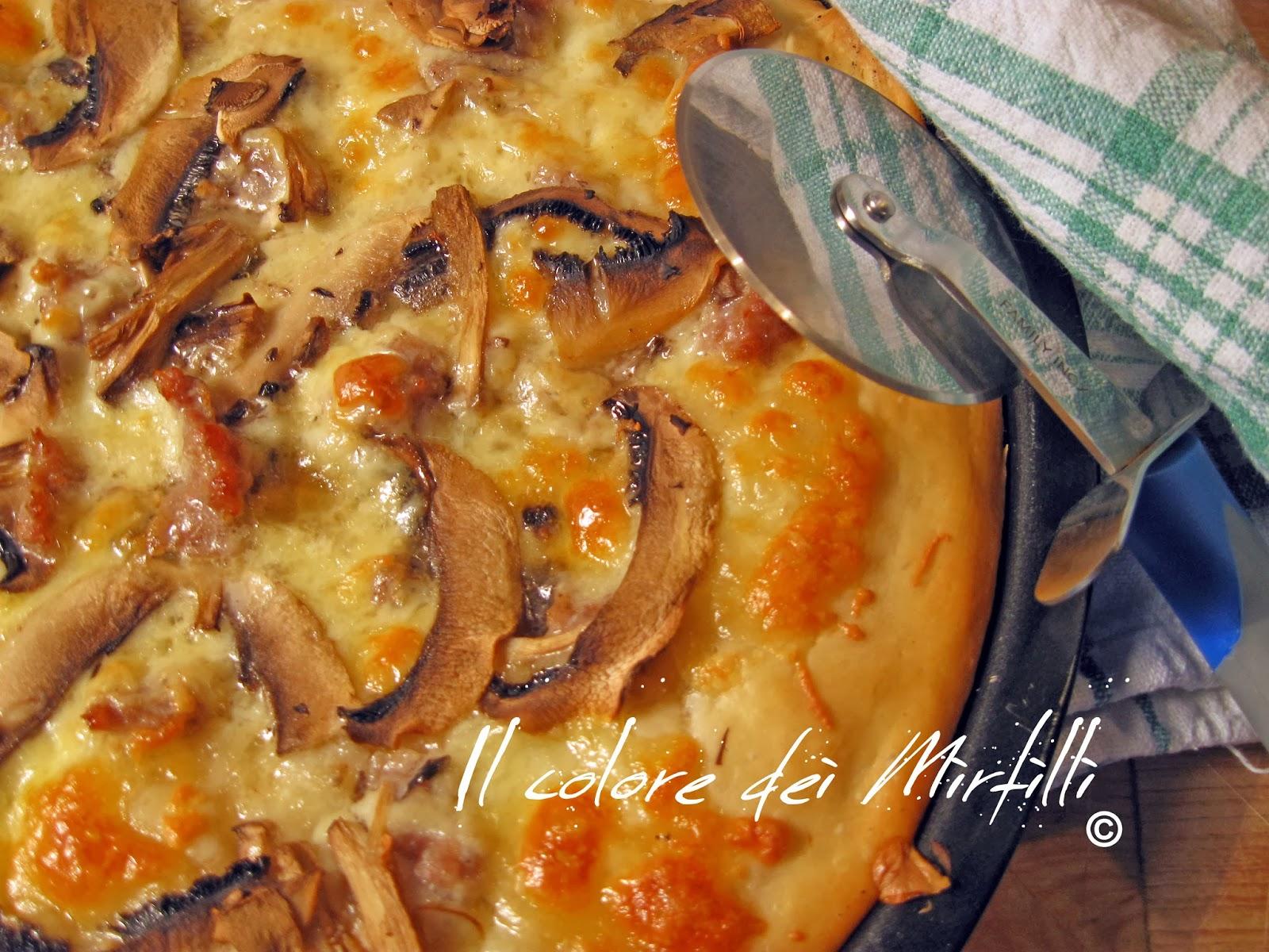 Pizza, Pizza Bianca funghi e salsiccia, Pizza fatta a casa, impasto pizza, ricetta pizza, lavorazione pizza, funghi, salsiccia, pizza bianca, trucchi pasta pizza