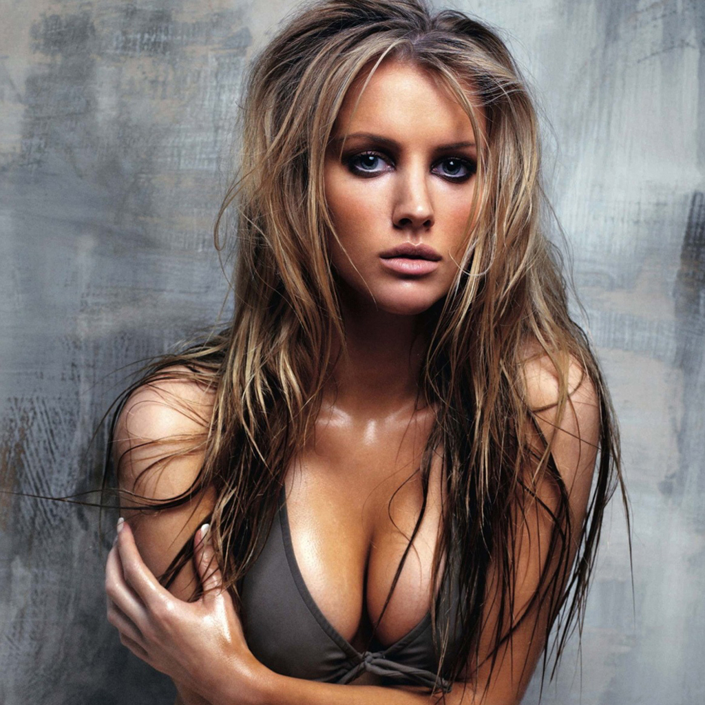 http://1.bp.blogspot.com/-HFtL0ZhEDYc/UDJk8FxEAyI/AAAAAAAACqc/32t-4t2Peio/s1600/sex-ipad-wallpaper-bikini-girl-1024x1024-7.jpg