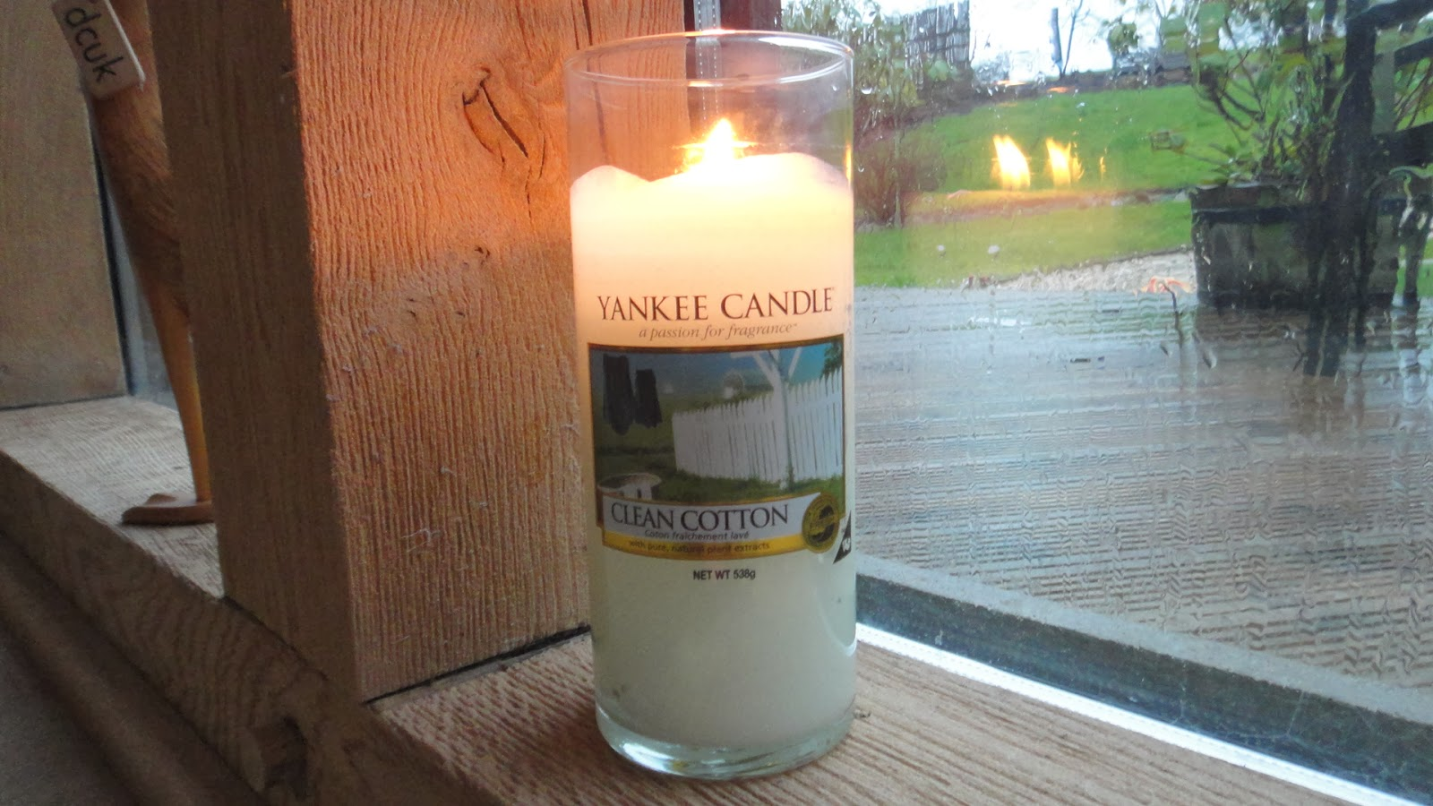 macaroni and makeup the candle edit lily flame neom the white company and yankee candles. Black Bedroom Furniture Sets. Home Design Ideas