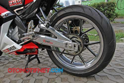 Modifikasi Yamaha New V-Ixion Lightning Merah
