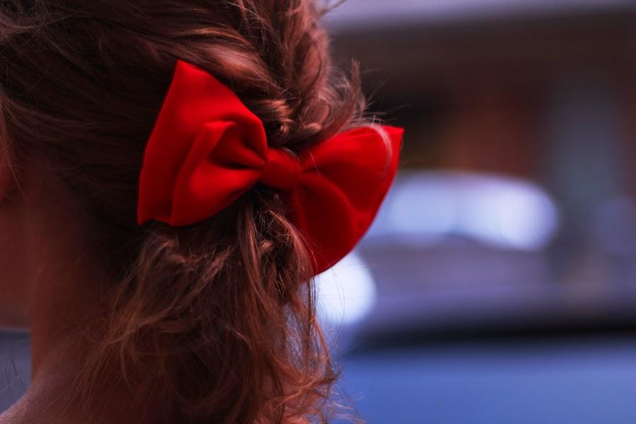 ACCESSOIRE ROTE SCHLEIFE FRISUR HAIR STYLE
