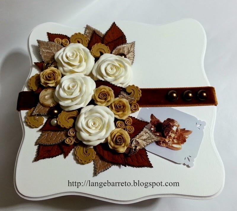 Caixa em MDF, flores porcelana fria.