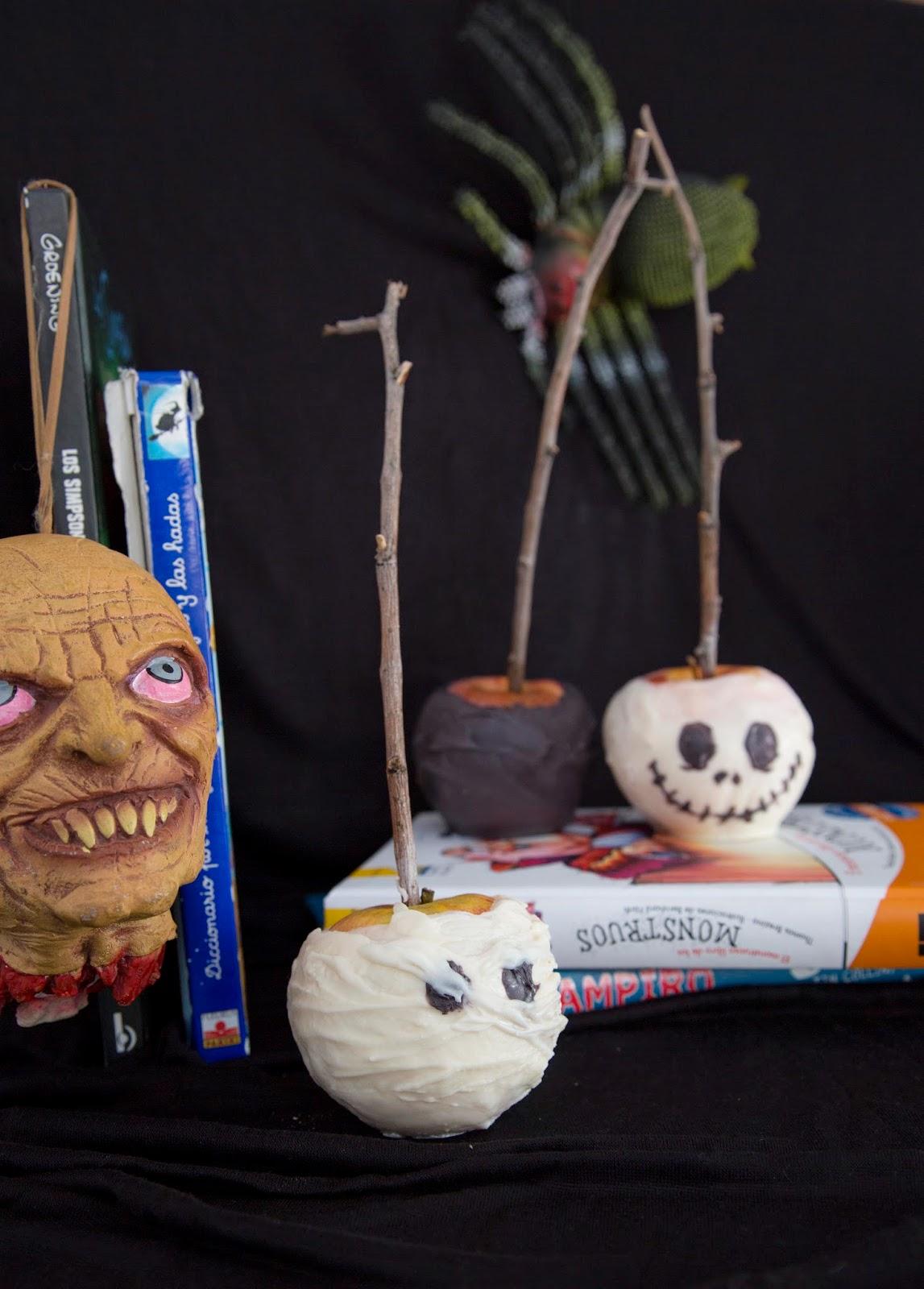 Manzanas con chocolate para Halloween, cobertura de chocolate blanco y negro