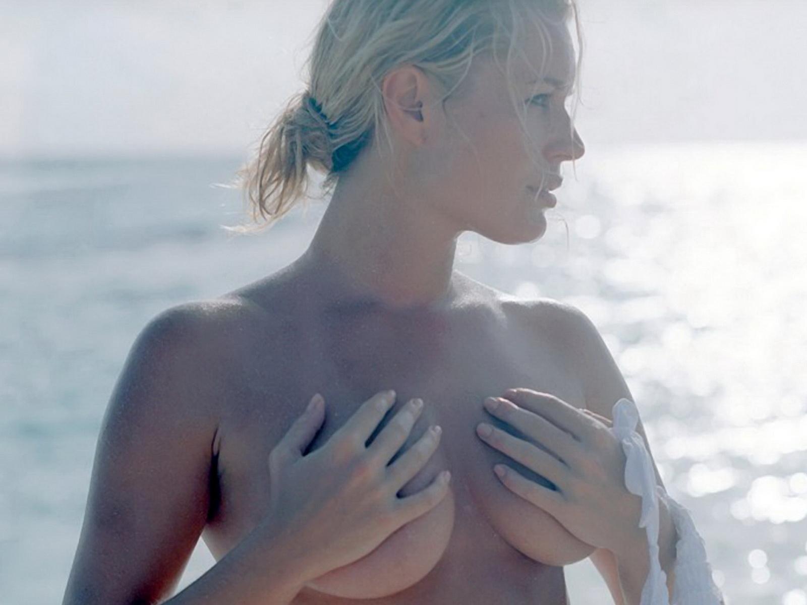 http://1.bp.blogspot.com/-HGct_EzzUiQ/T2qALxLKWlI/AAAAAAAAAjs/g_G9ijLPFnQ/s1600/Rebecca+Romijn+in+see+through+dress+on+set+Sports+Illustrated++Swimsuit+Exposure.jpg