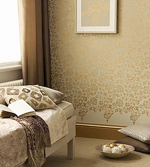 Eye for design decorating with metallic gold especially at christmas - Pintura dorada para paredes ...