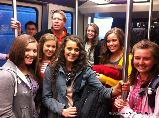 ... jana duggar jinger duggar jill duggar jessa duggar on the airplane
