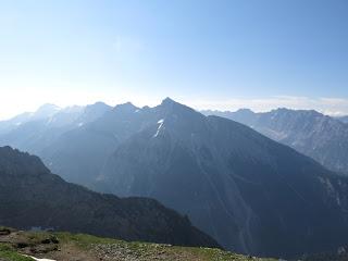 """Morgendlicher Blick ins Karwendel - in Bildmitte die <a href=""""index.php?p=65"""">Pleisenspitze</a>"""