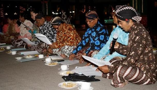 Macapat dalam Bahasa Jawa Adalah