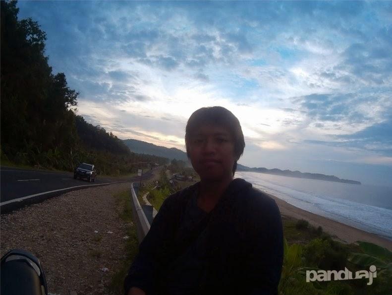 selfie di pantai soge