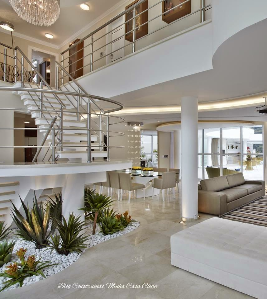 Construindo minha casa clean 65 salas de jantar e estar for Sala de estar grande com escada