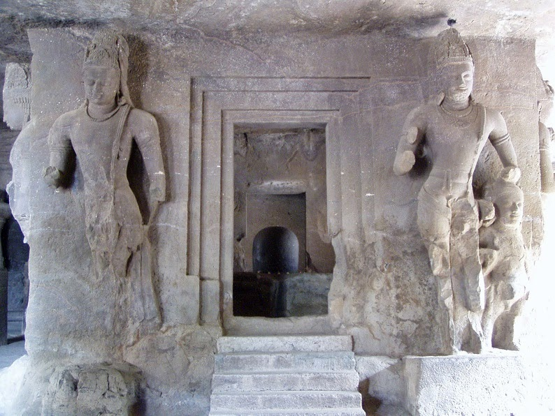 Elephant Lingam shrine 1 at elephanta caves