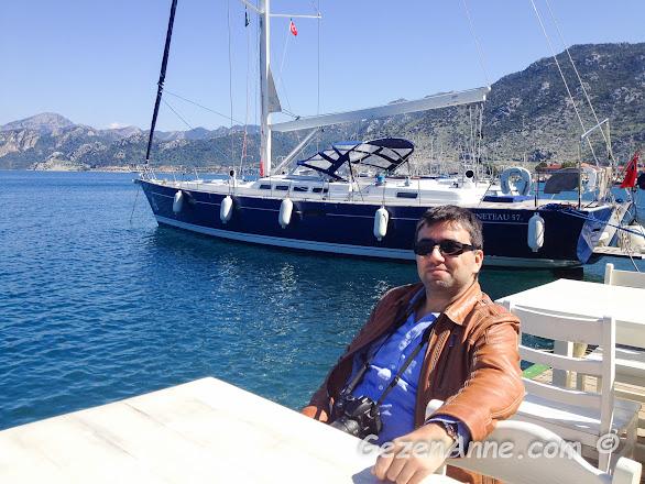 Sardunya restaurantta yemek yerken, Selimiye Marmaris