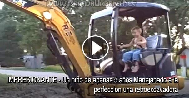 VIDEO IMPRESIONANTE - Un niño de apenas 5 años Manejando a la perfección una retroexcavadora