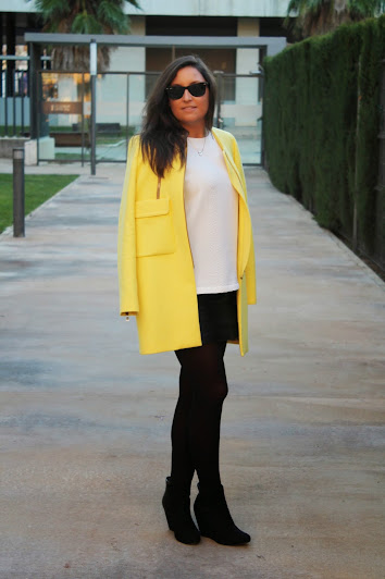 http://www.simply2wear.com/2015/01/look-27-yellow-coat-abrigo-amarillo.html