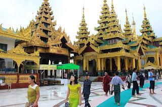 Escalera este - Pagoda Shwedagon