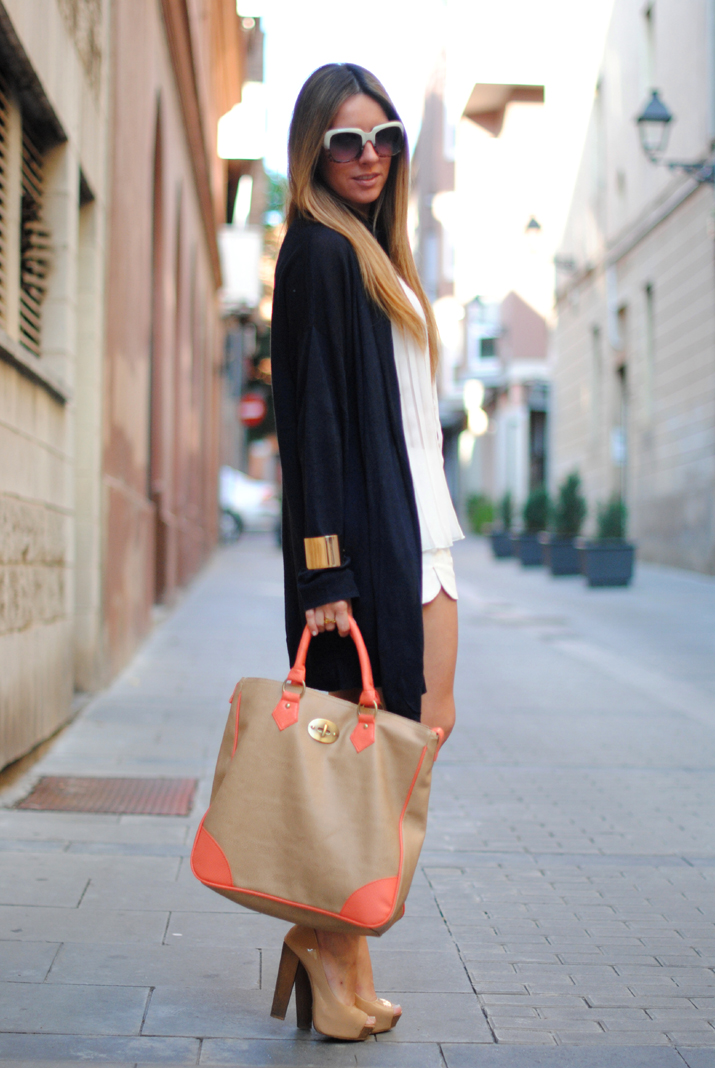 Pleated blouse and fluor touch by fashion blog Mes Voyages à Paris 3