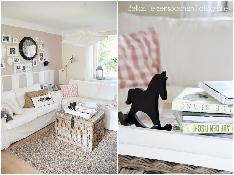 Wohnzimmer mit schwarzem Pferd
