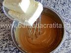Prajitura cu foi Preparare reteta crema caramel - incorporam untul