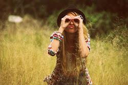 Yo soy un loco que se disloca si no te ve, que va perdido entre tanta gente sin saber que hacer.