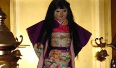 http://1.bp.blogspot.com/-HKMfO0_8XAQ/T7jGSICdMSI/AAAAAAAAAGE/qufSMQrn-Kg/s1600/boneka-okiku.jpg