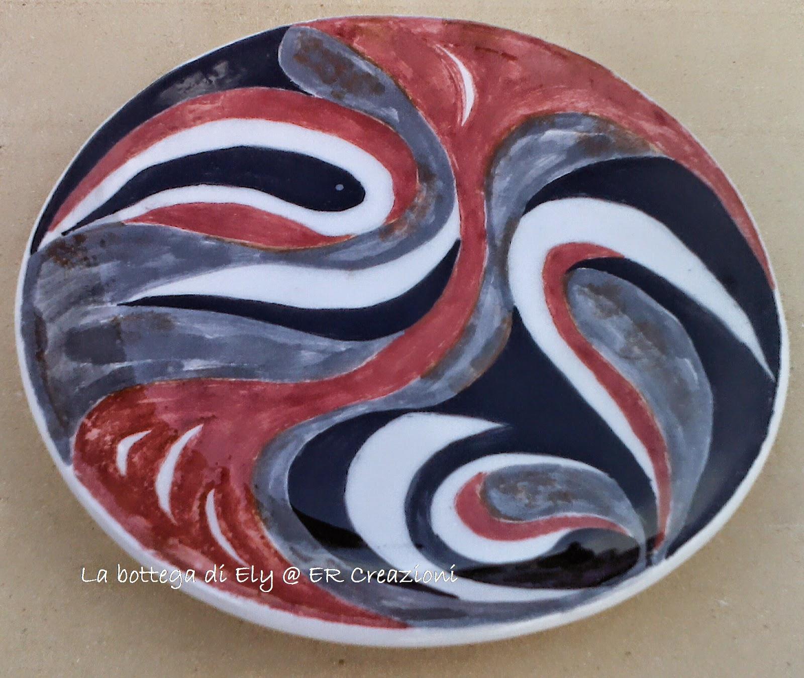 piatto in ceramica fatto a mano rosso e nero