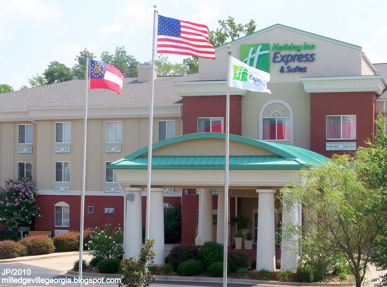 Holiday Inn Express Hotel Suites Flag