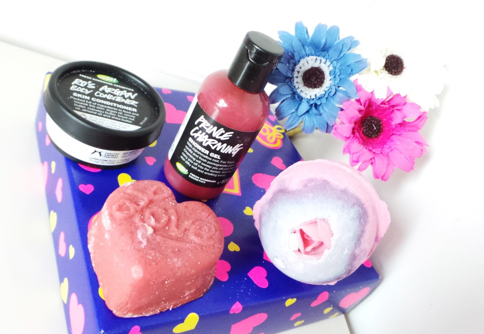 lush love box review and contents, lush love box, lush love, lush gifts, lush gift set, lush review, lush blog review, lush lover, valentines, valentinesgift, gifts for loved ones, uk beauty blog, beauty blog, beauty blogger, bblogger, lush prince charming shower gel, lush ro's argan body conditioner, lush sex bomb bath bomb, lush love soap bar, lush massage bar, fiance,