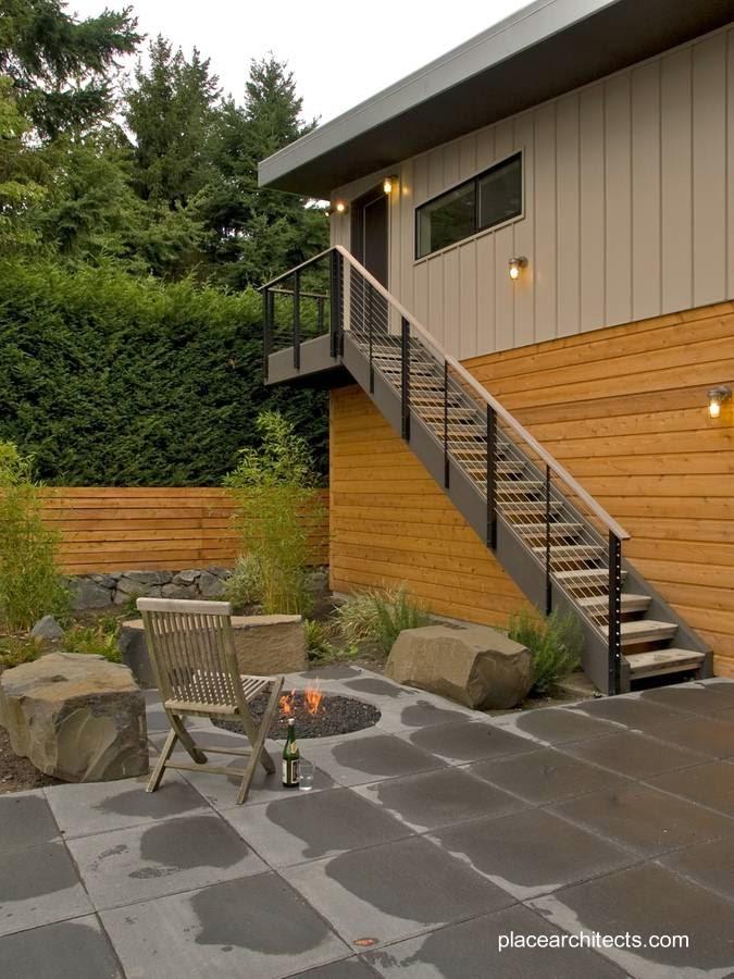 sector exterior con escalera y patio