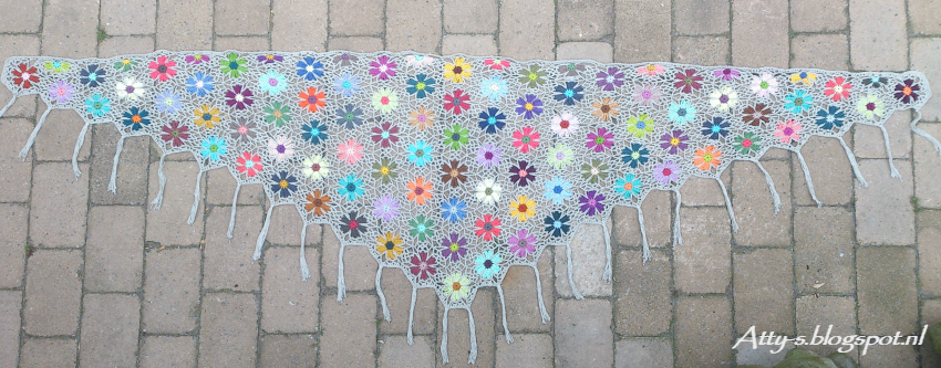 attys: Catona Flower Shawl Pattern/Tutorial