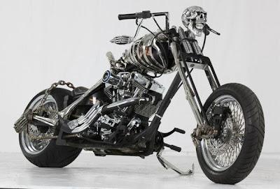 Moto caveira em evento de motos customizadas