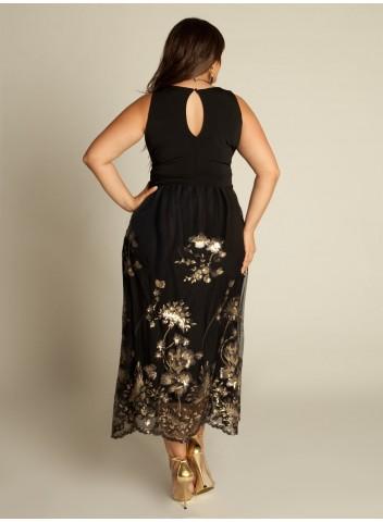 Красиво будет смотреться глубокий вырез углом, который подчеркнет красоту шеи и груди. Кстати, на полной женщине джинсы должны быть идеального кроя