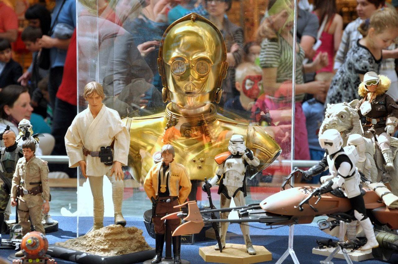 Wystawa figurek z Gwiezdnych Wojen w Pasażu Grunwaldzkim