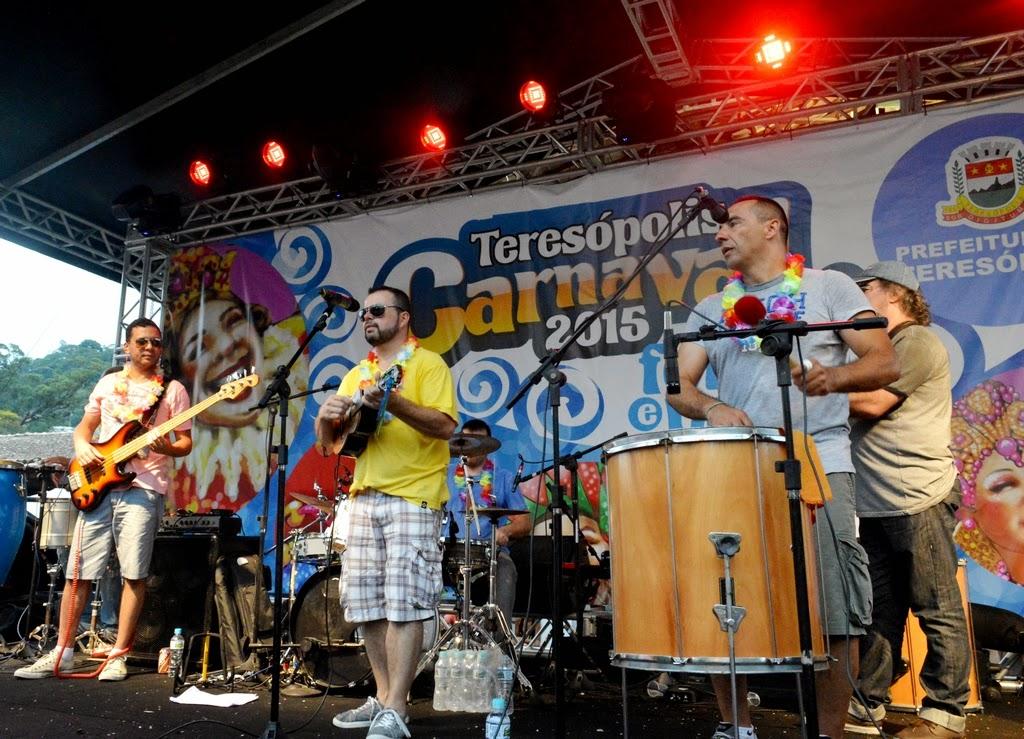 Quintal do Céu e o samba de mesa foi uma das atrações da terça de Carnaval na Feirinha
