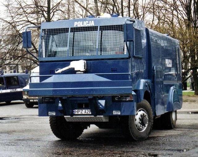 videos de camiones blindados antidisturbios polonia