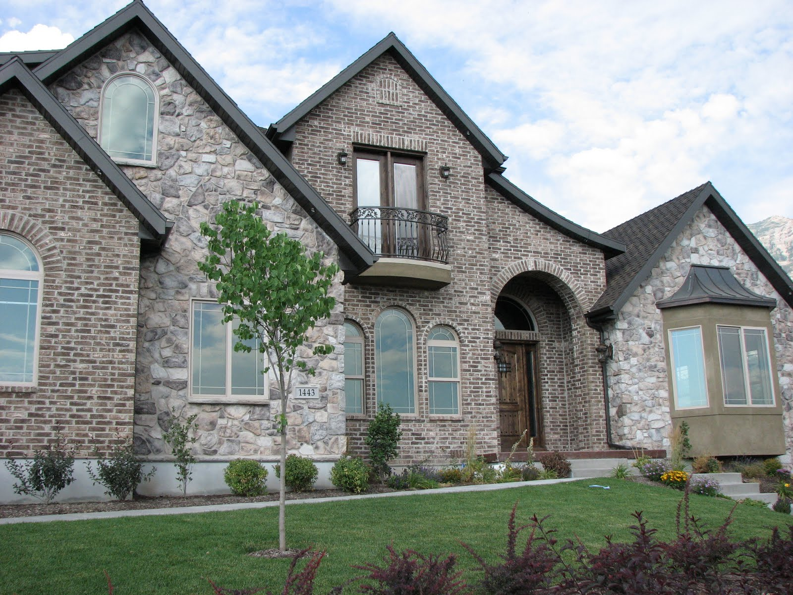 Business life stone brick combinations for Beautiful brick and stone homes