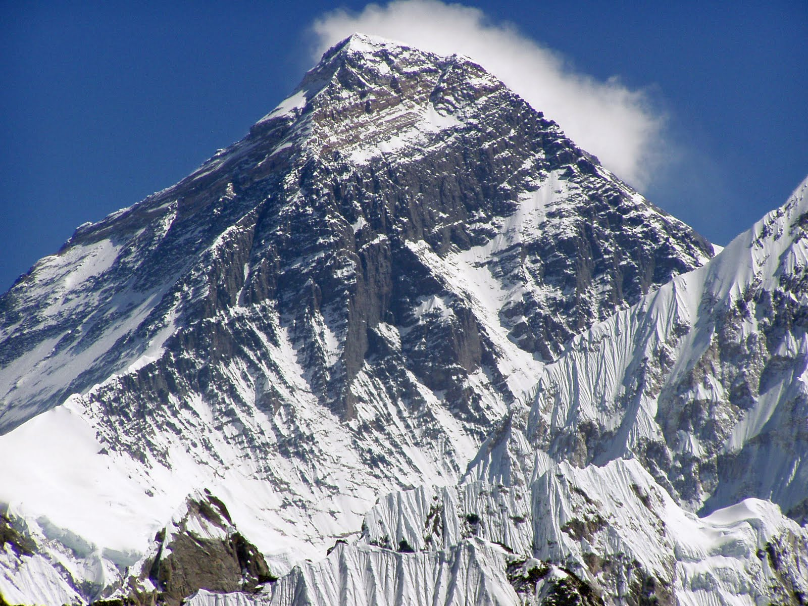 Displaying 19 gt images for climbing mount everest bodies